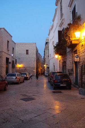 Kamenné uličky mesta Trani