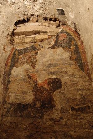 Podzemie katedrály ukrývajúce chrám zo 4. storočia - zvyšok fresky