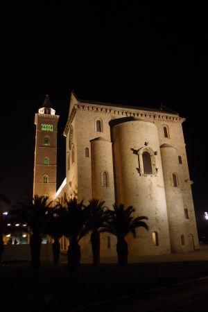 Katedrála sv. Mikuláša Pútnika v noci