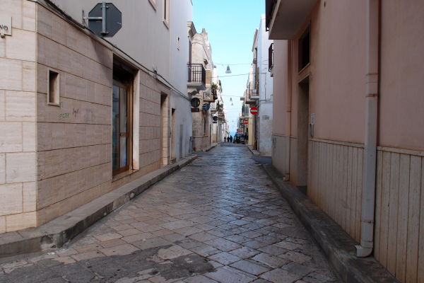 Kamenné uličky mestečka Polignano a Mare