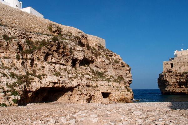 Polignano a Mare - Lama Monachile - koryto vyschnutej rieky, ktorá tadiaľto tiekla pred miliónmi rokov