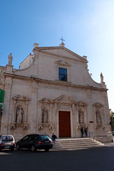 Kostol očistca (Chiesa del Purgatorio) na bulvári Corso Dante Alighieri v Molfette