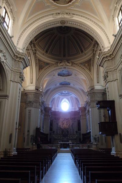 Hlavná loď - Katedrála Nanebovzatia Panny Márie (Cattedrale di Santa Maria Assunta) v Molfette