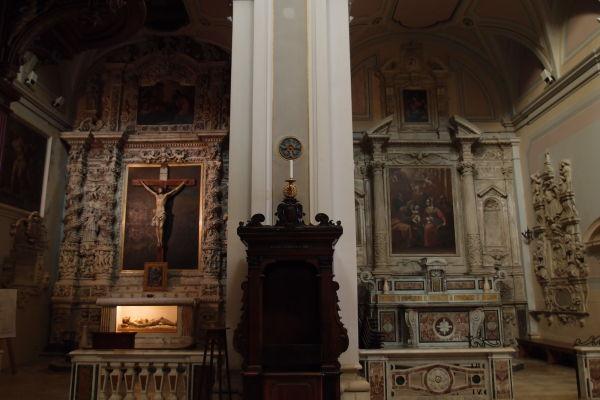 Bočné oltáre - Katedrála Nanebovzatia Panny Márie (Cattedrale di Santa Maria Assunta) v Molfette