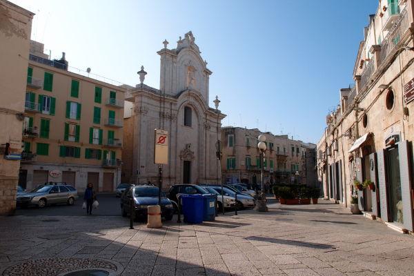 Katedrála Nanebovzatia Panny Márie (Cattedrale di Santa Maria Assunta) na bulvári Corso Dante Alighieri v Molfette