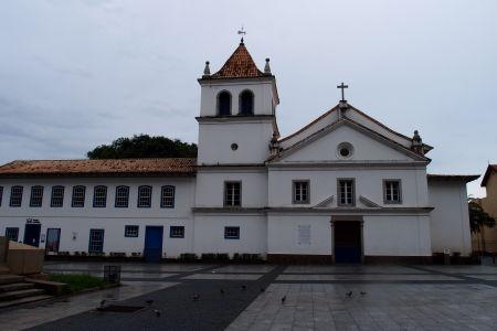 Námestie Praça Padre Manuel da Nobrega a škola