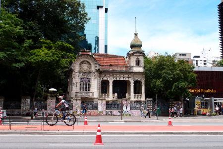 Stará a nová architektúra na Avenide Paulista