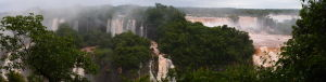 Panoramický pohľad na vodopády Iguazú z brazílskej strany