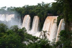V Argentíne sa dostanete k vodopádom naozaj blízko