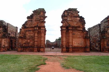 Hlavná brána kostola