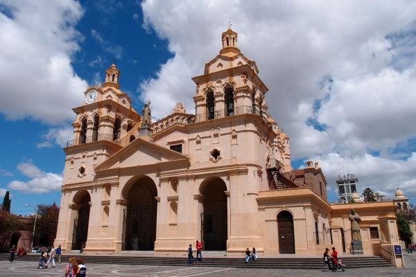 Katedrála Nanebovstúpenia Panny Márie na Námestí San Martín v Córdobe