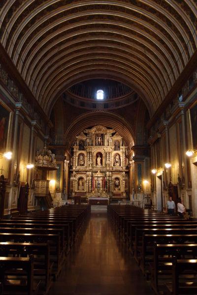 Hlavná loď jezuitského kostola (Iglesia Compañía de Jesús) v Córdobe