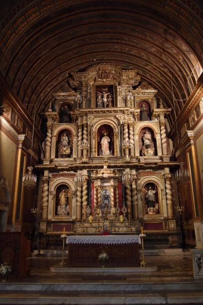 Hlavný oltár jezuitského kostola (Iglesia Compañía de Jesús) v Córdobe