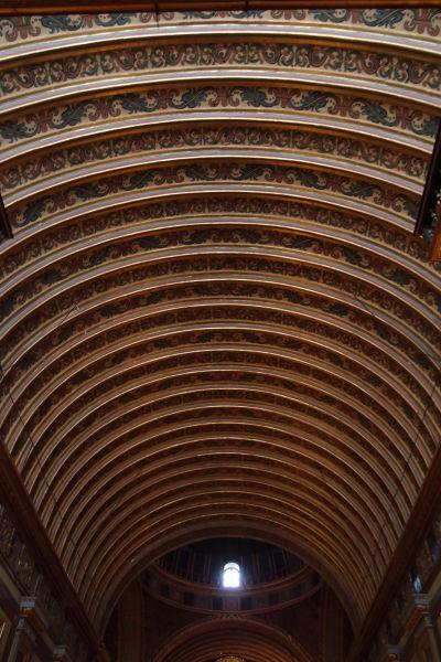 Bohato dekorovaný strop jezuitského kostola (Iglesia Compañía de Jesús) v Córdobe