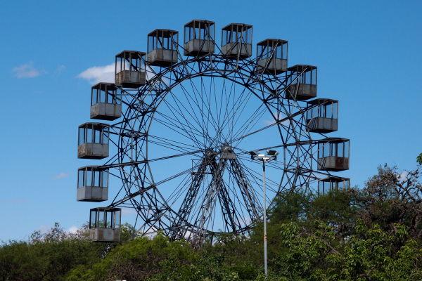 Niektoré kolotoče v zábavnom parku v Córdobe už majú svoje najlepšie časy za sebou
