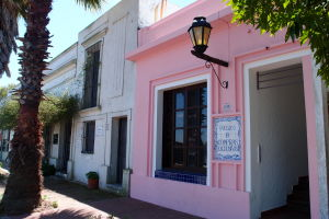 Farebné budovy v okolí centra mesta