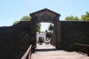 Brána Portón de Campo s padacím mostom