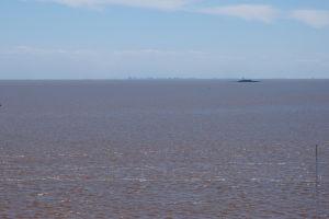 Strieborná rieka (Rio de la Plata) a v diaľke Buenos Aires