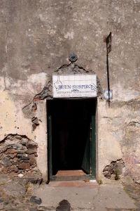 Obchod s vínom sa syrmi v uličke povzdychov (Calle de los Suspiros)