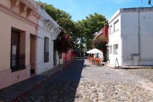 Ulica v centre historického mesta Colonia