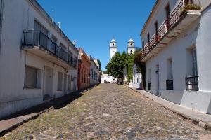 Ulica De Portugal v centre historického mesta Colonia
