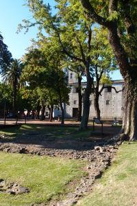 Archeologické nálezisko sa nachádza v bezprostrednej blízkosti baziliky