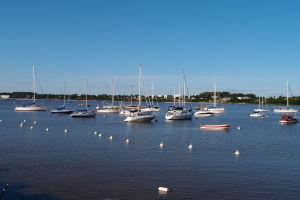 Marína a loďky v Colonii