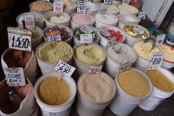 La Vega - najväčšia mestská tržnica v Santiagu de Chile - výber je obrovský, nakúpite tu napr. aj korenie