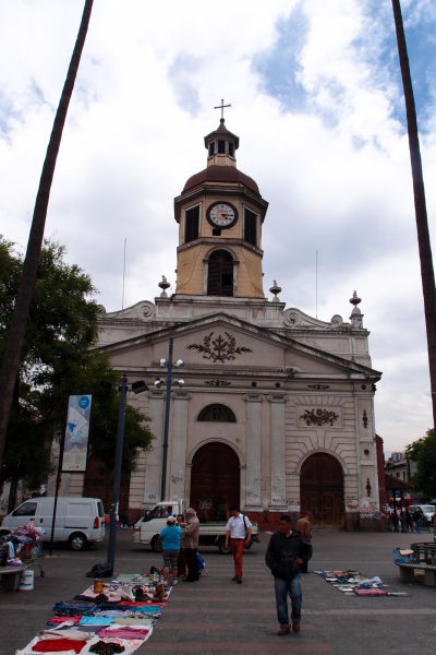 Františkánsky chrám a kláštor Recoleta Franciscana, bezprostredne vedľa mestskej tržnice La Vega