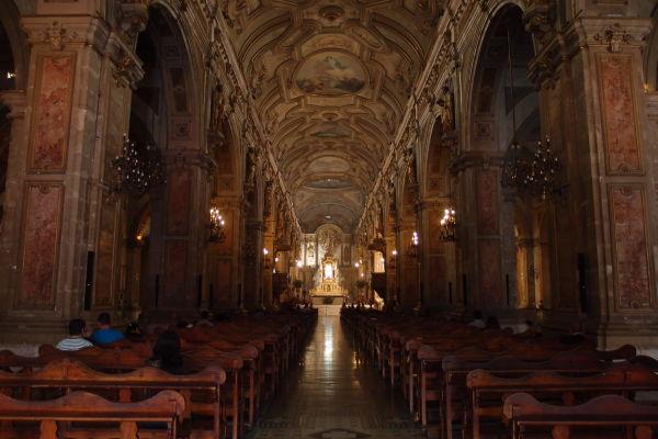 Hlavná loď Metropolitnej katedrály v Santiagu de Chile