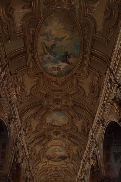Bohato zdobený strop Metropolitnej katedrály v Santiagu de Chile
