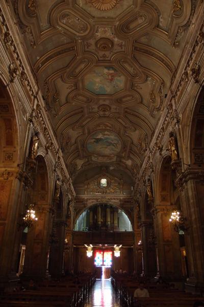 Hlavná loď a organ v Metropolitnej katedrále v Santiagu de Chile