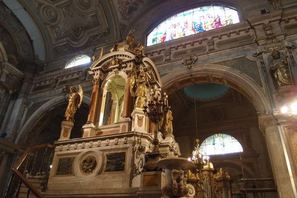 Hlavný oltár v Metropolitnej katedrále v Santiagu de Chile