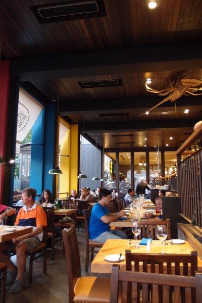 Jedna z lepších reštaurácií na nádvorí na ulici Pio Nono v štvrti Bellavista v Santiago de Chile