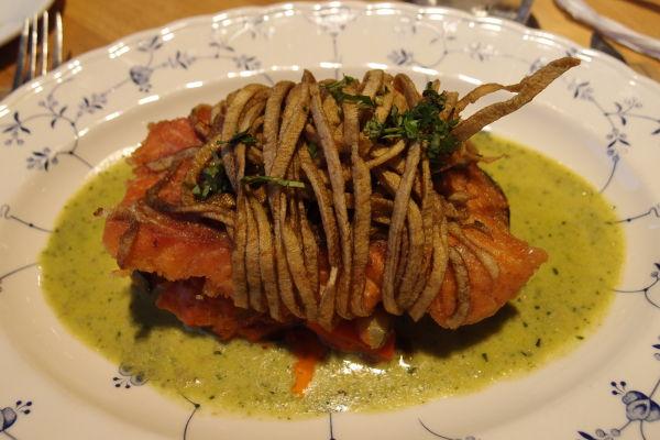 Čilský losos (salmón) obalený v zemiakových prúžkoch