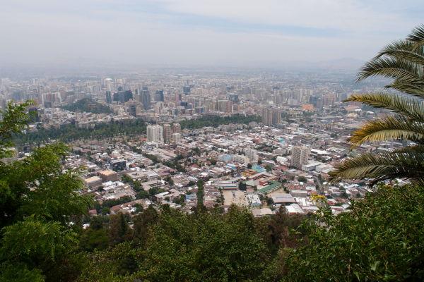 Výhľad na Santiago z lanovky na San Cristóbal