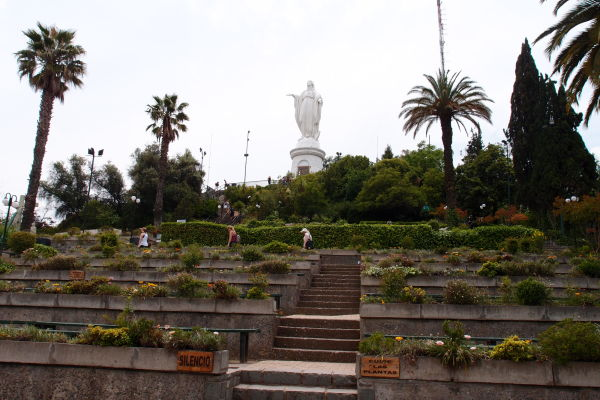 Socha Panny Márie vo svätyni Nepoškvrneného počatia na kopci San Cristóbal v Santiagu