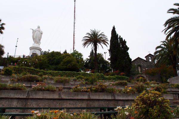 Socha Panny Márie na kopci San Cristóbal v Santiagu