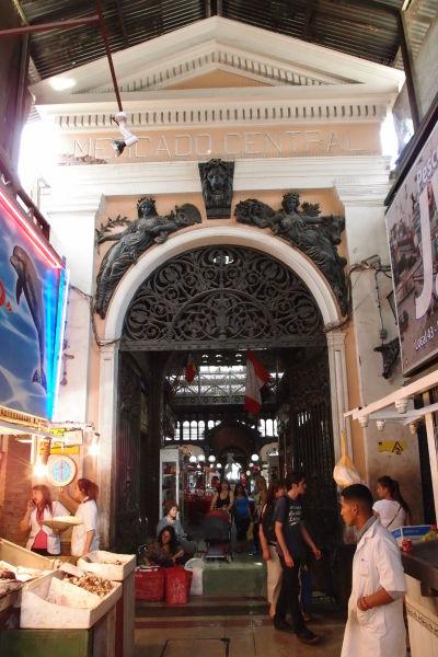 Vstup ma centrálnu tržnicu (Mercado Central) v Santiagu