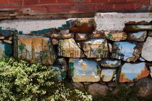 Pomaľované kamene vo Valparaíse