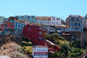 Farebné domy na kopci Playa Ancha