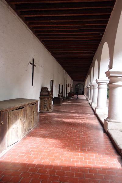 Nádvorie (ambit) Chrámu sv. Františka v Santiagu je domovom Koloniálneho múzea