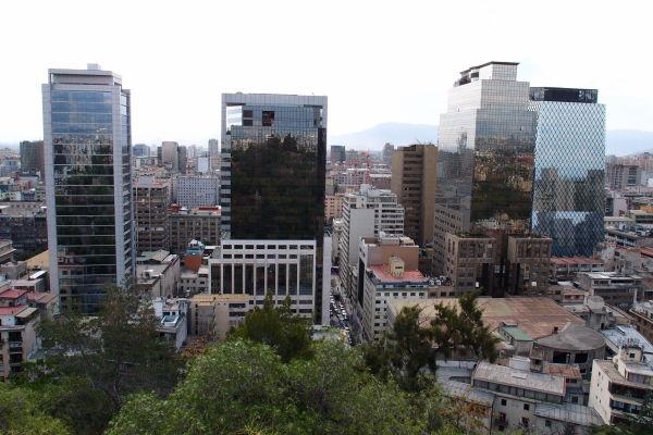 Pohľad na moderné Santiago z kopca Santa Lucía