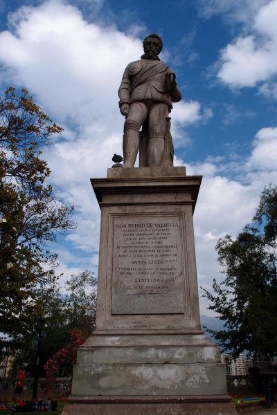 Socha dobyvateľa Pedra de Valdiviu, zakladateľa Santiaga, na kopci Santa Lucía
