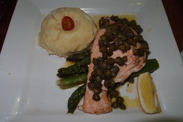 Čilský losos so zemiakmi a zeleninou