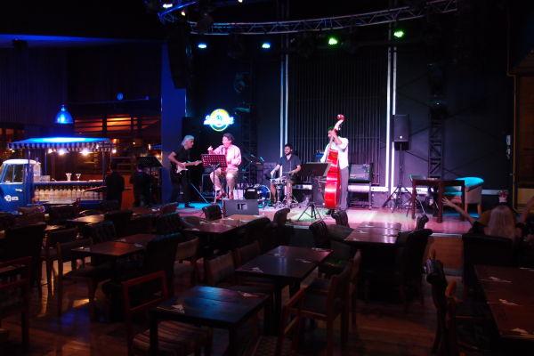 Koncert v jednej z lepších reštaurácií na ulici Pio Nono v štvrti Bellavista v Santiago de Chile