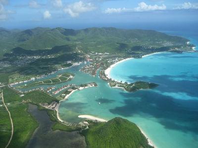 Pláže Antiguy - v popredí Jolly Beach, viac vzadu Darkwood Beach a Turners Beach (zdroj: Wikipedia)