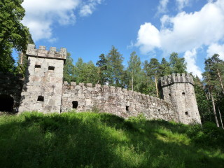 Granitový hrad v parku Aulanko v Hämeenlinne