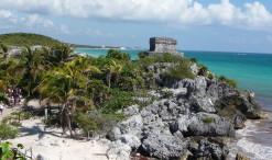 El Castillo na brehu Karibiku v Tulume