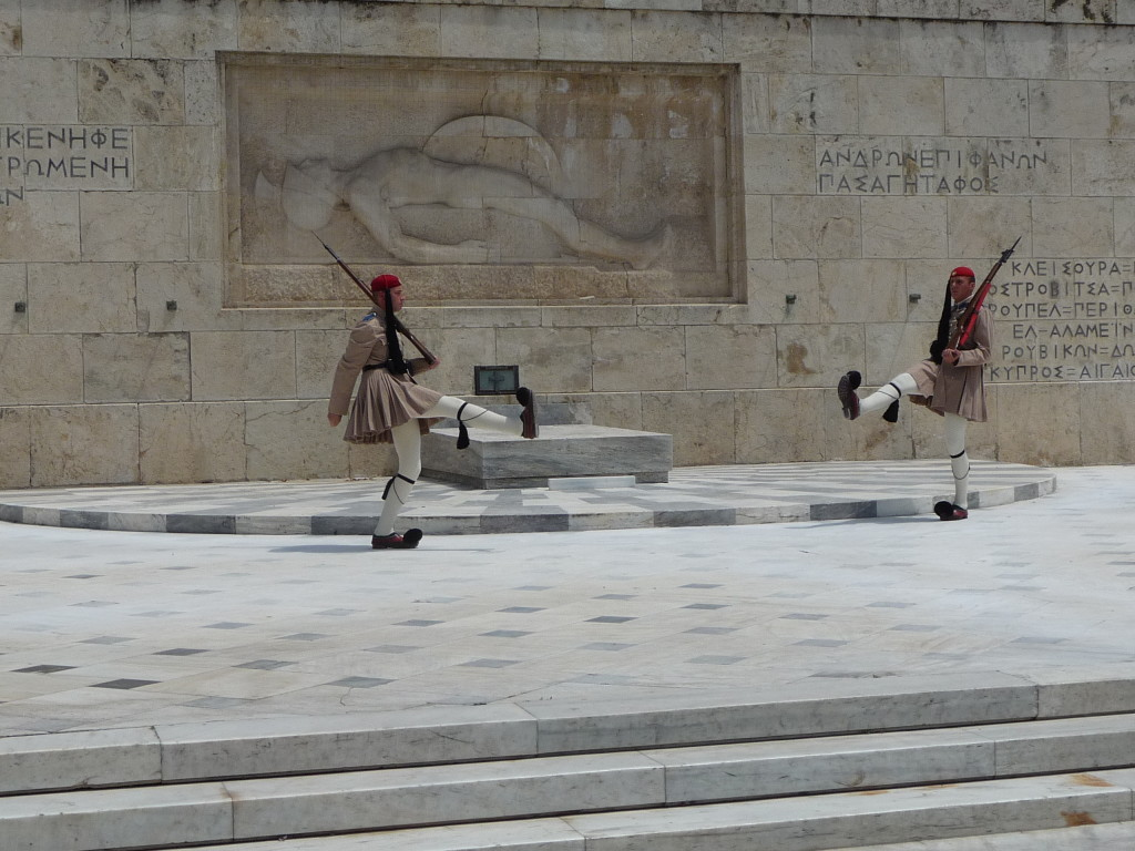 Výmena stráží pred gréckym parlamentom